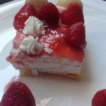 δροσερό-γλυκό-με-ανθότυρο-και-μαρμελάδα-φράουλα-8 mamameli